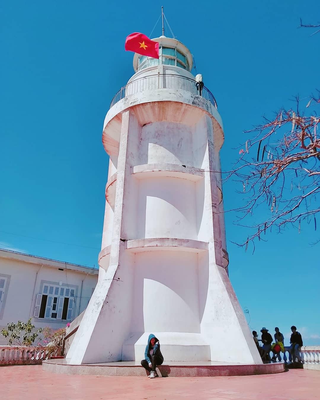 Du lịch Vũng Tàu Hải Đăng Vũng Tàu vừa cổ kính vừa hiện đại , Ảnh: @singinbathroom