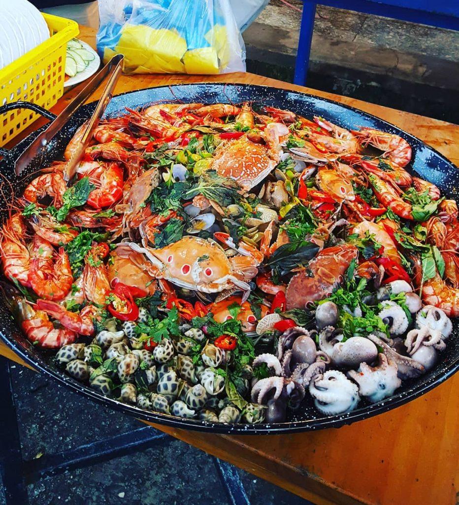Phu Quoc travel- It's so great to enjoy seafood at Ham Ninh Fishing Village. By: @w_jieun_w