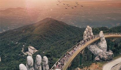 Đôi bàn tay khổng lồ nâng đỡ cây Cầu Vàng Đà Nẵng