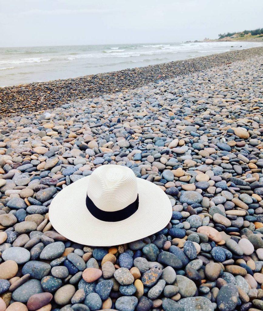 Du lịch Phan Thiết- Phan Thiết đi đâu?- Những viên đá đủ màu sắc tạo cho biển Cổ Thạch sức hút đặc biệt. Ảnh: @thoatran26500