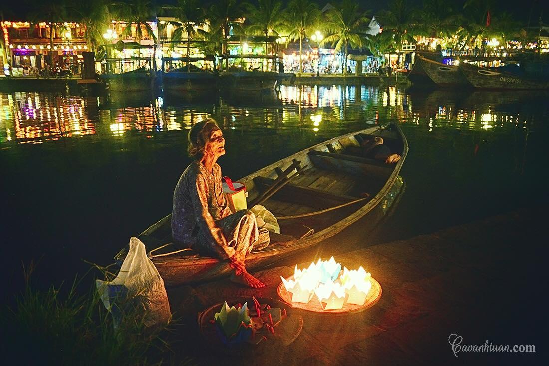 Người bán đền trên bờ sông Hoài - Ảnh Caoanhtuan