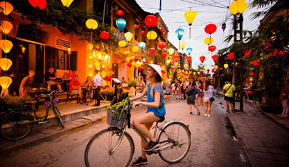 Exploring Hoi An with 8 famous spots attracting young people