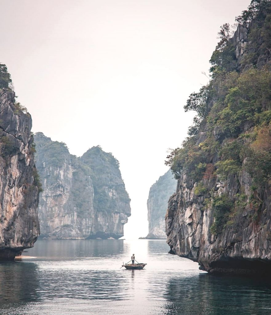 Northern Vietnam travel- beautiful places in Northern Vietnam-Halong Bay is one of Vietnam's most stunning attractions. By: @nmss.ontheroad