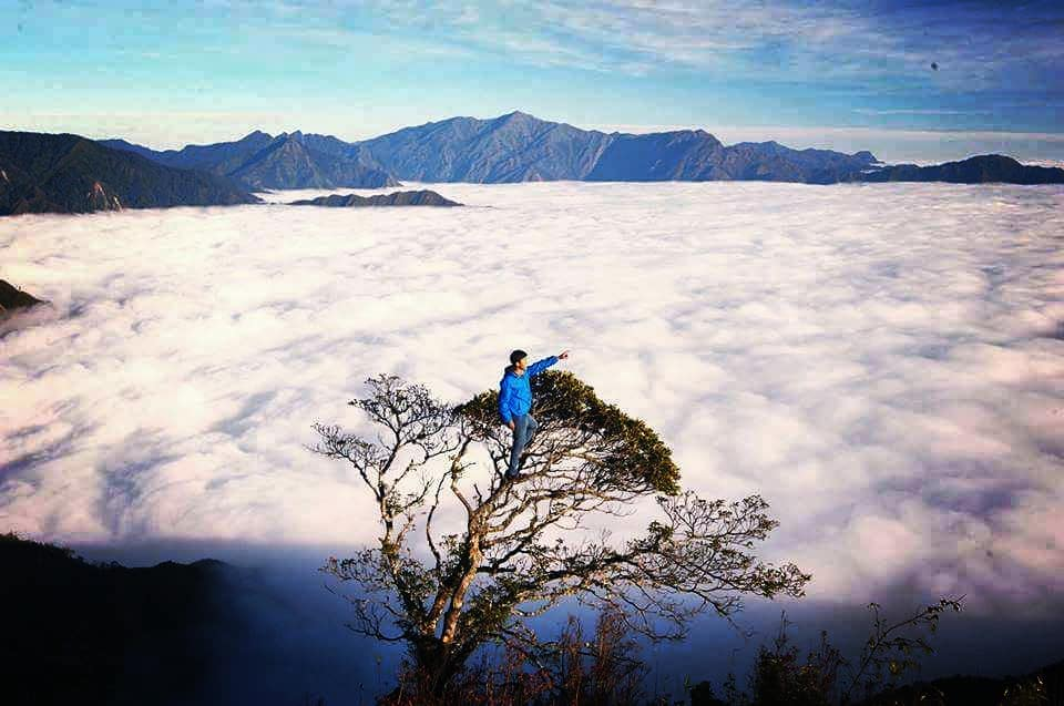 Northern Vietnam travel- beautiful places in Northern Vietnam-Hunting clouds in Ta Xua district, Moc Chau. By: @whereshouldwegonow