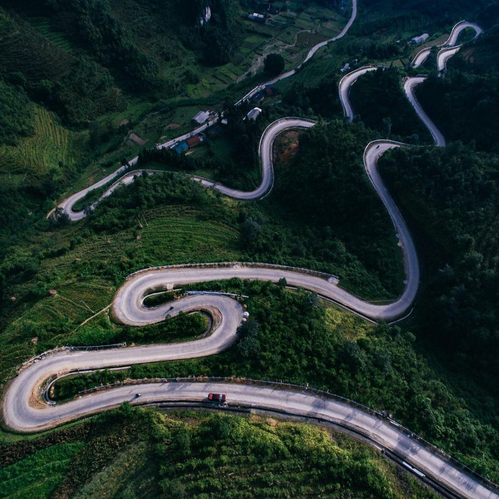 Northern Vietnam travel- beautiful places in Northern Vietnam-The winding roads to Ha Giang. By: Thắng Thế Lê