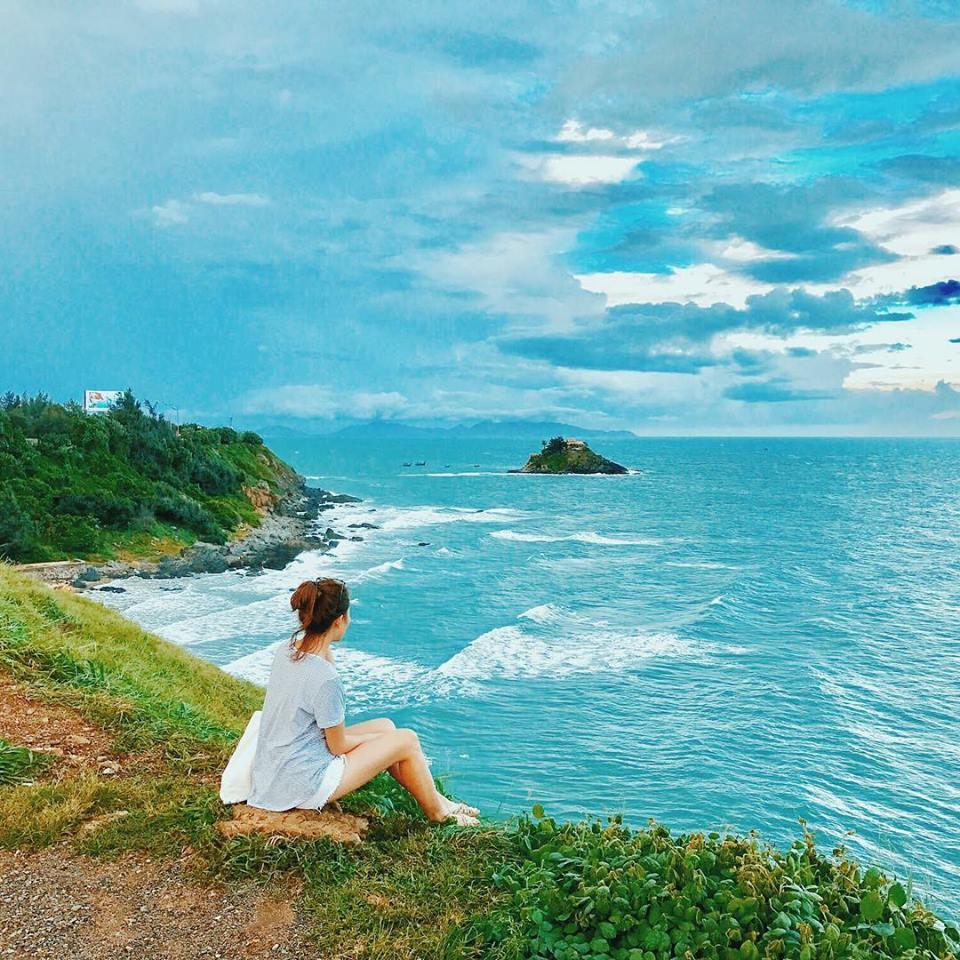 Du lịch miền nam- du lịch miền tây- cảnh đẹp miền tây- Hòn Bà nhìn từ xa. Ảnh: Huỳnh Ngọc Nhật Hạ