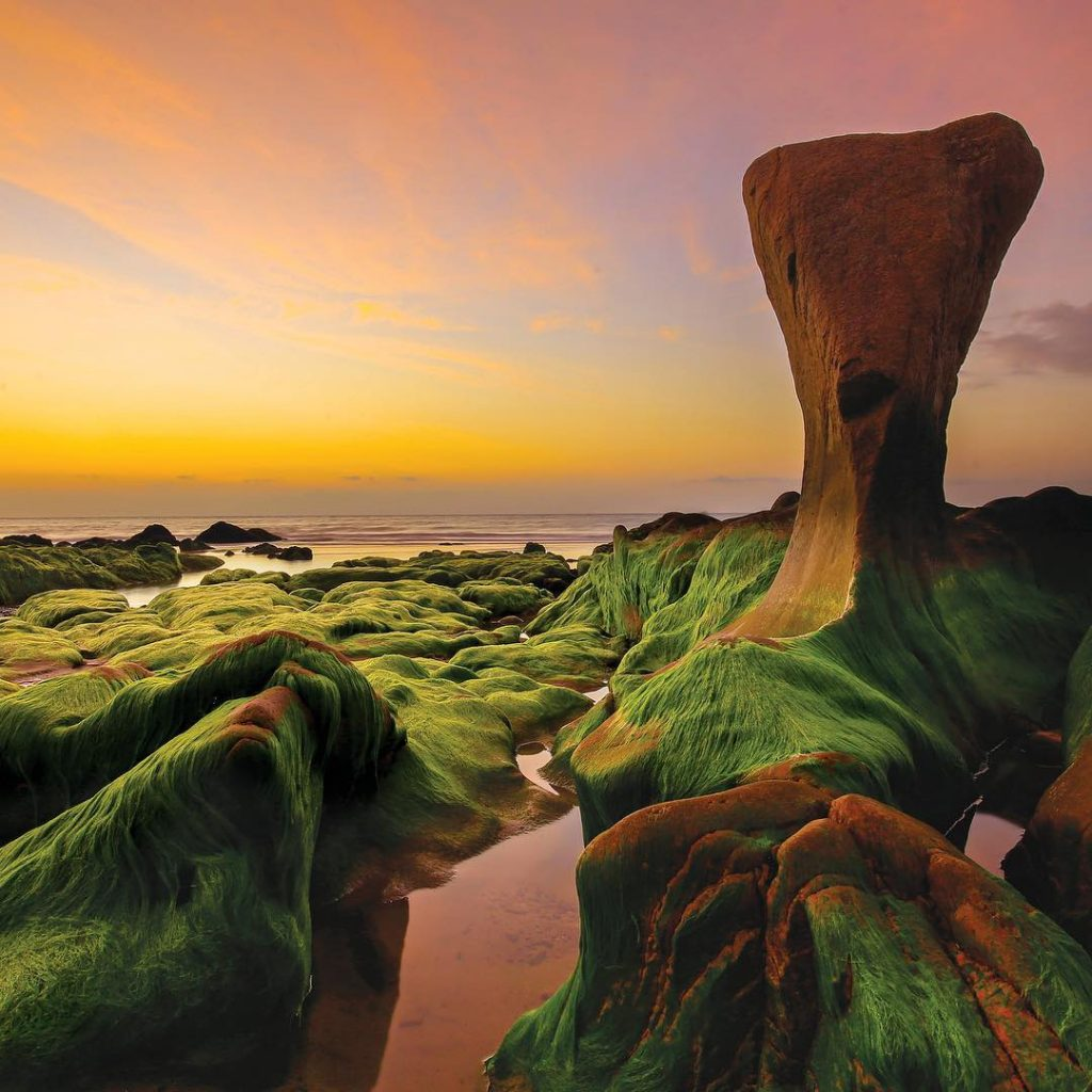 Du lịch miền Trung- Cảnh đẹp miền Trung- điểm đến miền Trung-Bãi đá Cổ Thạch là điểm du lịch nổi tiếng ở Bình Thuận. Ảnh: Sưu tầm