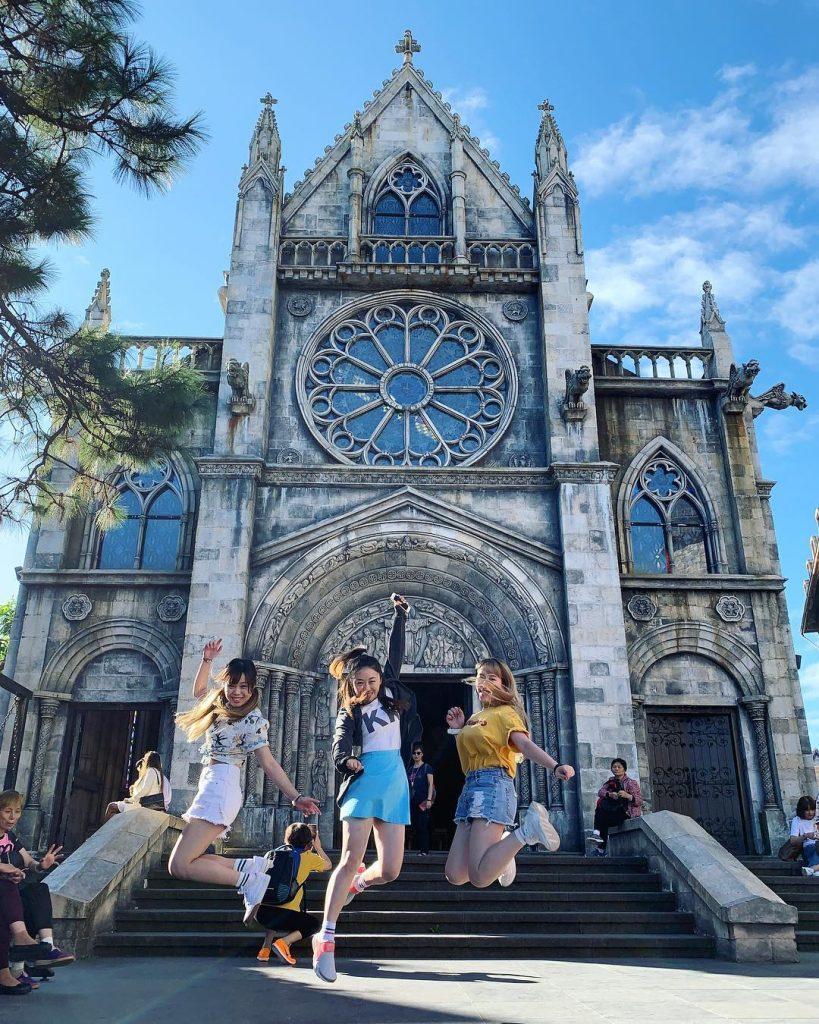 Du lịch miền Trung- Cảnh đẹp miền Trung- điểm đến miền Trung-Nhà thờ St. Denis trên Bà Nà Hills. Ảnh: @ngahin_kinki