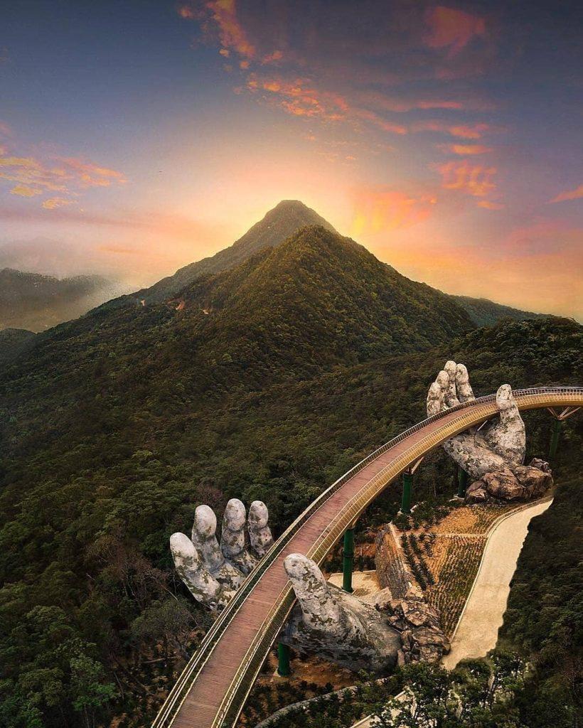 Du lịch Đà Nẵng- điểm du lịch Bà Nà Hills-Bình minh trên Cầu Vàng đẹp tựa chốn bồng lai tiên cảnh. Ảnh: @awesomelife.style