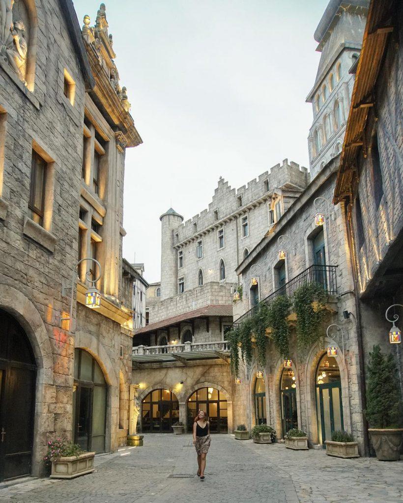 Du lịch Đà Nẵng- điểm du lịch Bà Nà Hills-Những con phố len lỏi ton lên vẻ đẹp sang trọng của Làng Pháp. Ảnh: @pemagenkhang