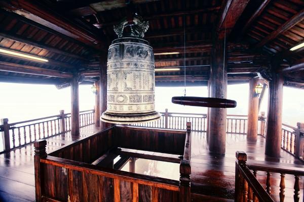 Du lịch Đà Nẵng- điểm du lịch Bà Nà Hills-Tầng cao nhất của Lầu Chuông treo quả chuông nặng 1 tấn. Ảnh: Sưu tầm