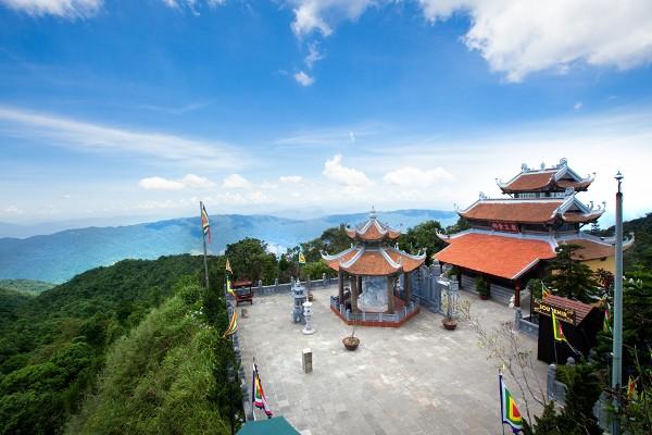 Du lịch Đà Nẵng- điểm du lịch Bà Nà Hills-Toàn cảnh Lầu Chuông nhìn từ trên cao. Ảnh: @banahill.com