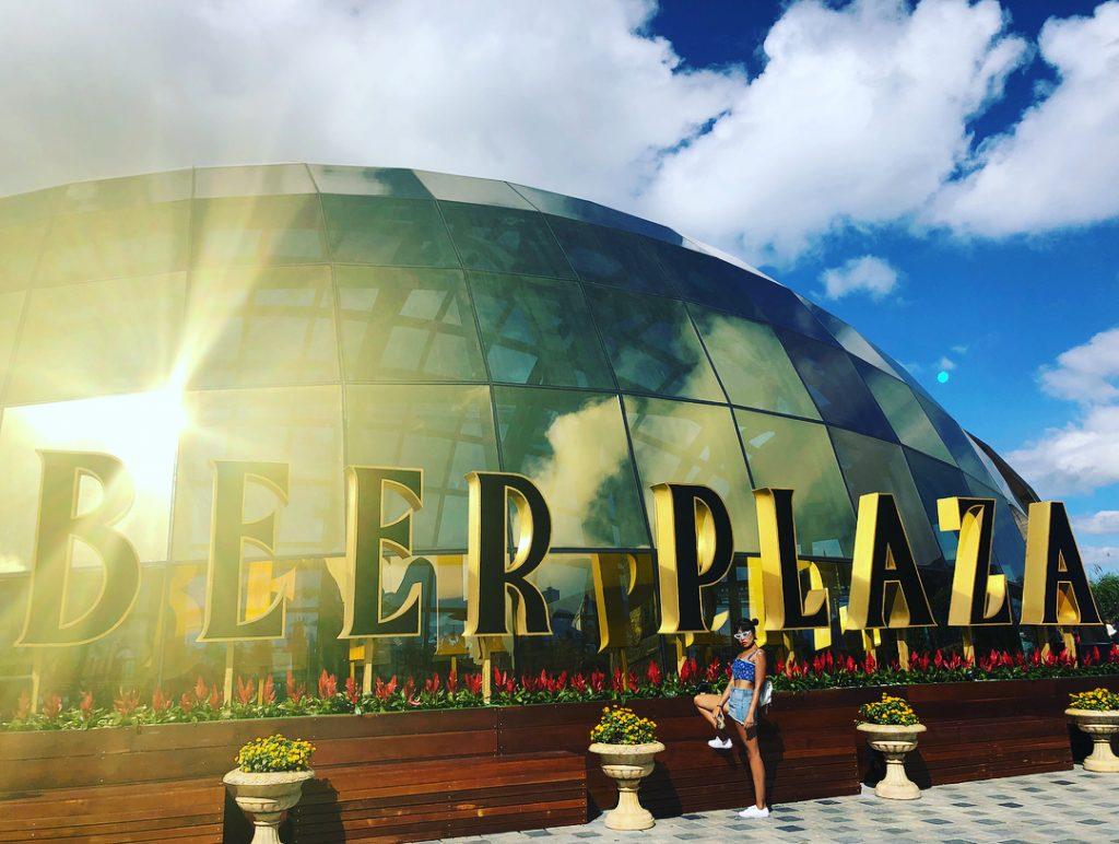 Du lịch Đà Nẵng- Điểm đến Bà Nà Hills-Beer Plaza là lựa chọn cho những bạn đam mê thưởng thức bia Đức. Ảnh: @carriegolightlyfr