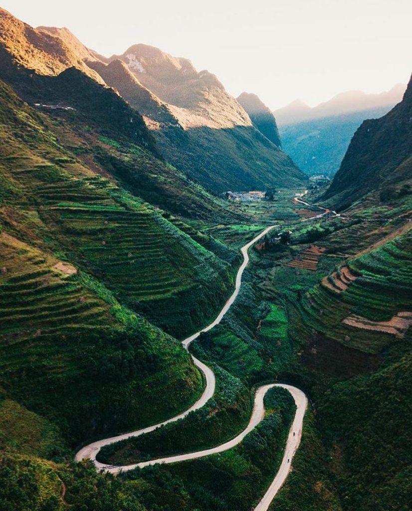Du lịch vùng cao- Du lịch Tây Bắc- Cảnh đẹp Tây Bắc-Những đoạn đèo quanh co vắt ngang sườn núi chinh phục các tay phượt thủ. Ảnh: @fernandosamalot