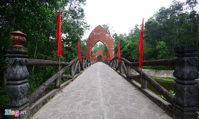 Thánh Địa Mỹ Sơn- Mỹ Sơn- Di tích Mỹ Sơn-Cổng vào khu di tích cổ được xây dựng theo kiến trúc Ấn Độ giáo. Ảnh: Zing