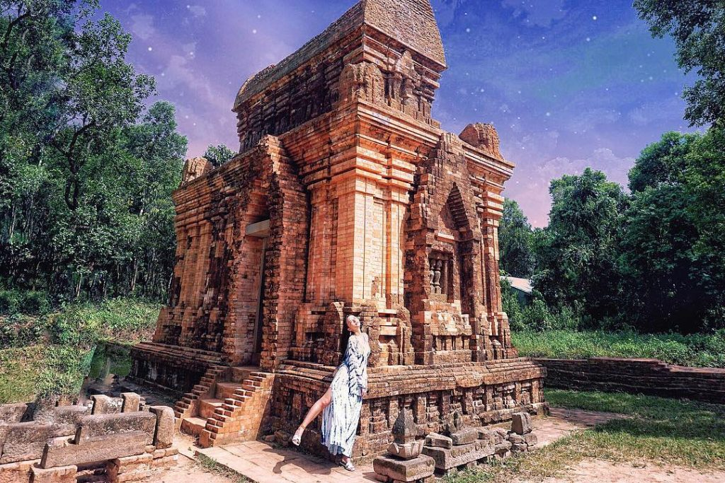Thánh Địa Mỹ Sơn- Mỹ Sơn- Di tích Mỹ Sơn-Sự nguy nga tráng thờ của đền thờ chính giờ chỉ còn vết tích cổ kính. Ảnh: miya.yolo