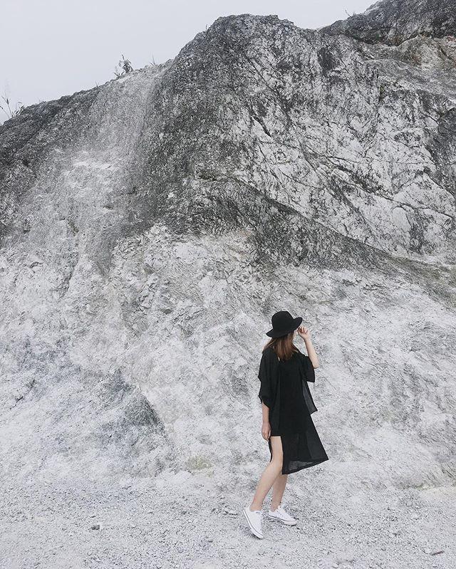 Du lịch Mai Châu - Cảnh đẹp Mai Châu - Các bạn trẻ thay nhau selfie nơi đèo Thung Khê. Ảnh: @_phuonggtrang