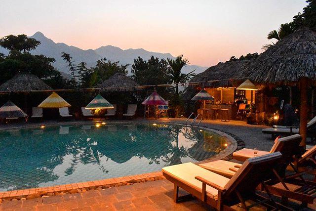 Du lịch Mai Châu - Cảnh đẹp Mai Châu - Bể bơi ở Ecolodge cho bạn thoải mái thư giản sau một ngày. Ảnh: @milessmile88