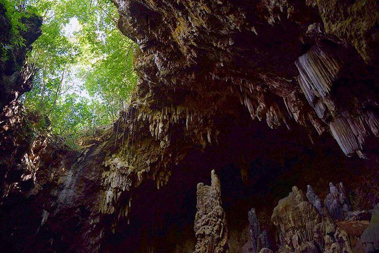 Du lịch Mai Châu - Cảnh đẹp Mai Châu - Hang Chiều là động được hình thành từ thạch nhũ. Ảnh: @chloe_shields