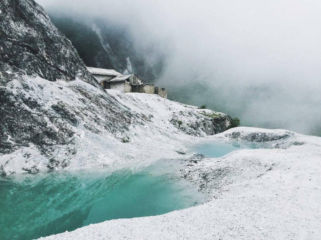 Du lịch Mai Châu - Cảnh đẹp Mai Châu - Bạn như lạc bước vào khung cảnh châu Âu với không gian trắng xóa. Ảnh: phunghia
