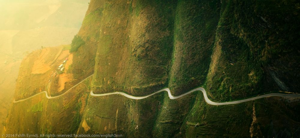 Ha Giang travel- the most beautiful sights in Ha Giang-Ma Pi Leng pass is the most beautiful and famous road in the rock plateau