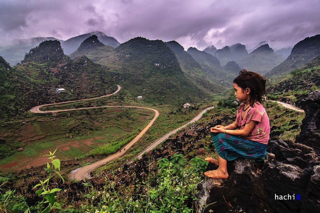 Ha Giang travel- the most beautiful sights in Ha Giang-From the road pearched halfway up the sky look down, you will see Sung La as a colorful natural picture. By: Hoa Huy Ngo