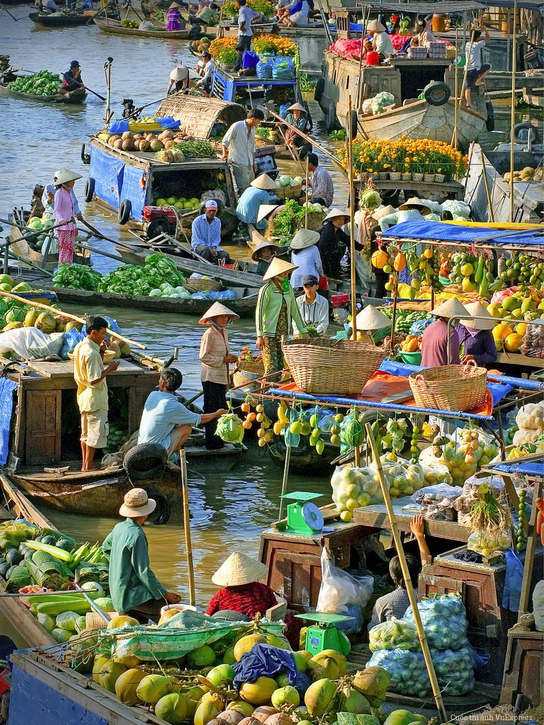 Southern Vietnam- Southern Vietnam travel- beautiful places in southern Vietnam-Cai Rang floating market in early morning. By:
