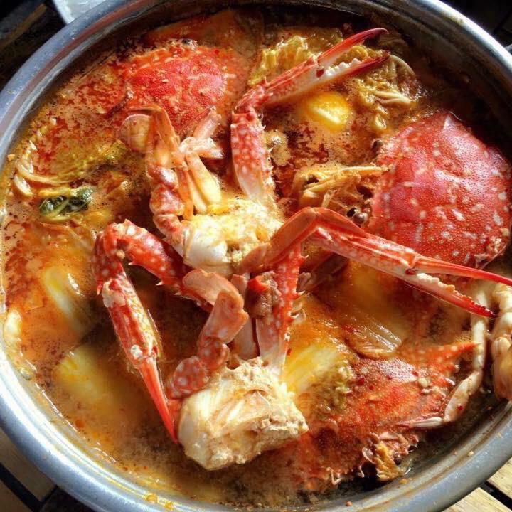 What to eat in Dalat? Restaurants in Dalat- Da lat travel- Hot pot with crab.Photo: Foody