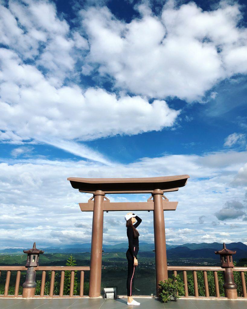 Admiring '' gateway to heaven'' in Linh Quy Phap An pagoda. Photo: @le.hang.79 Da Lat Travel Guide