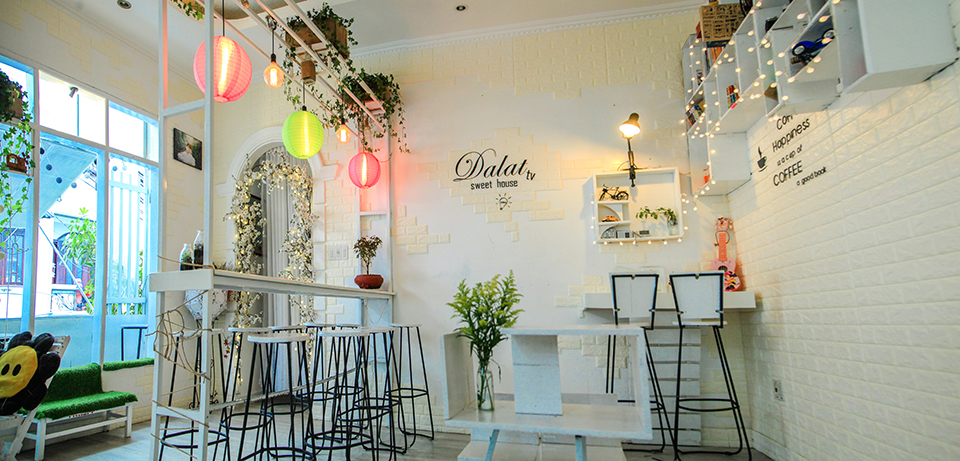 Đà Lạt TV Sweet House Coffee. Location: No. 5 Pasteur street, Dalat. Photo: Collection