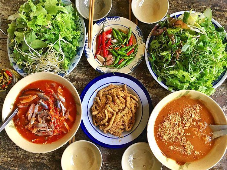 Gỏi Cá Nam Ô được làm từ cá trích ở làng Nam Ô và được tẩm hương vị đậm đà. Ảnh: @thiennguyen1012