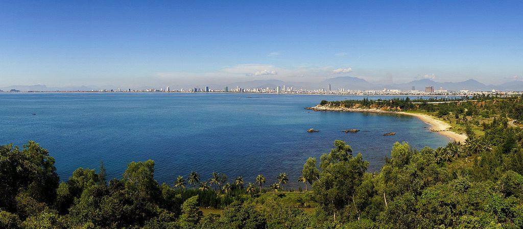 Bán đảo Sơn Trà với đường bờ biển dài, uốn lượn. Ảnh: Thanhson Le