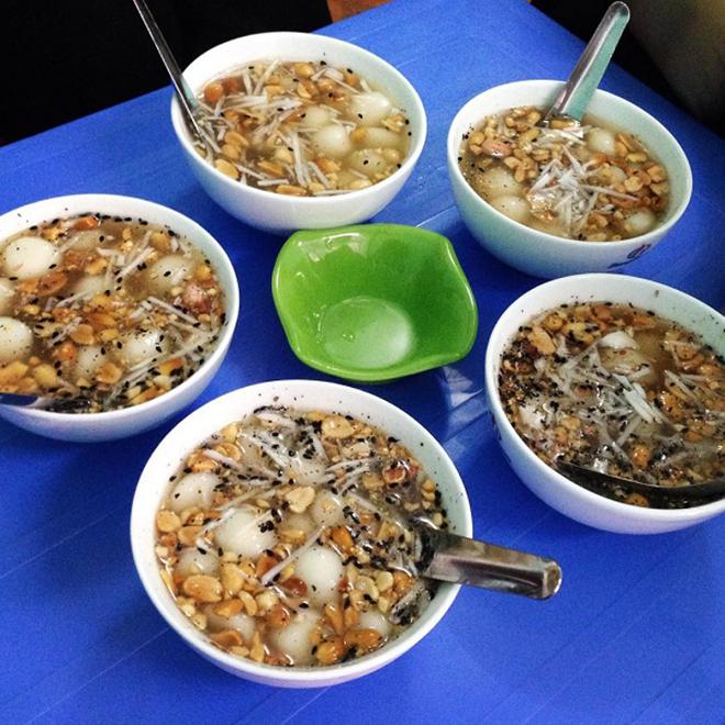 Thắng dền thơm ngon bởi hỗn hợp ngọt ngào của đường, béo ngậy của nước cốt dừa và cay cay của gừng đun nóng. Ảnh: Sưu tầm