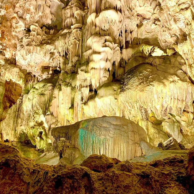 Động Thiên Cung là  một trong những hang động được xếp vào loại đẹp nhất ở Hạ Long. Ảnh: @mimimi_o30