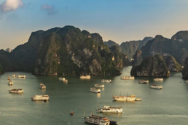 Vịnh Hạ Long với nhiều hòn đảo tạo nên bức tranh cực đẹp trong mắt nhiều du khách. Ảnh: @travel_fotoworld