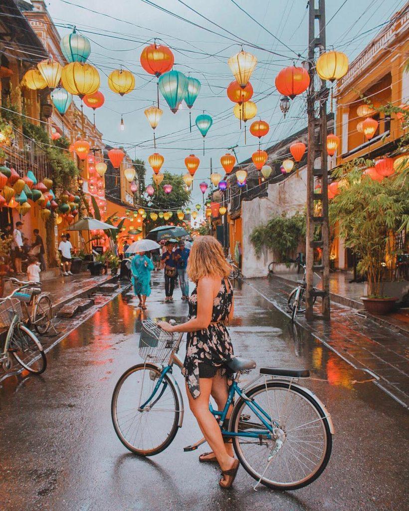 du lịch Hội An - Kinh nghiệm du lịch Hội An - Bí kiếp du lịch Hội An - Phố đèn lồng rực rỡ bởi những chiếc đèn đủ màu sắc . Ảnh: @milesofsmiles