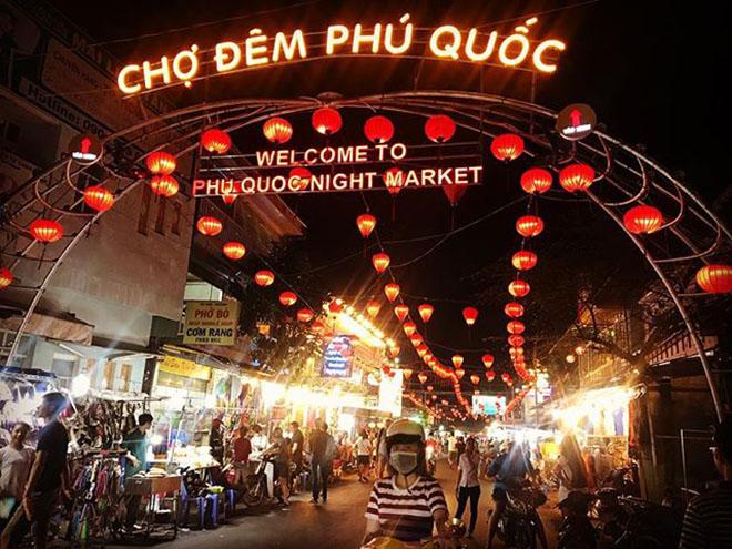 Chợ đêm Phú Quốc nơi bán nhiều món ăn Phú Quốc hấp dẫn. Ảnh: @chichanhchua91