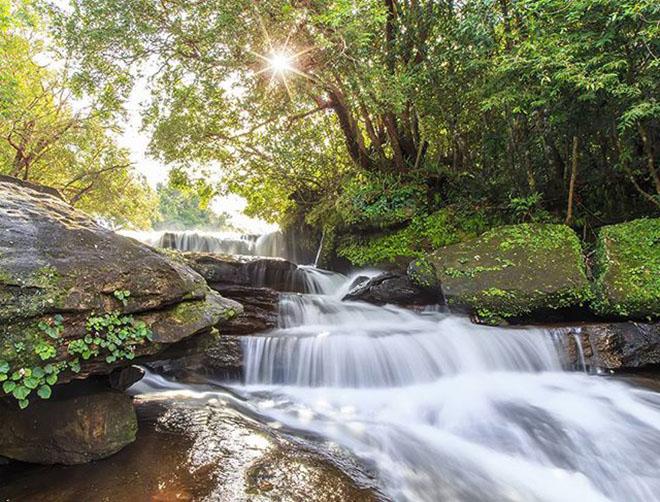 Suối Đá Bàn hùng vĩ, nên thơ mang vẻ đẹp của tạo hóa. Ảnh: @orenoatarashijinsei0030
