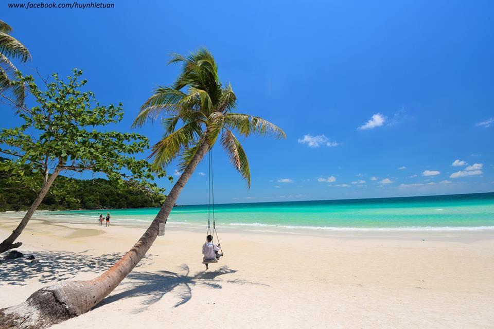 Phú Quốc mùa khô đẹp với ánh nắng lung linh hòa vào làn nước trong xanh và bãi cát trắng. Ảnh: Fb huynhletuan