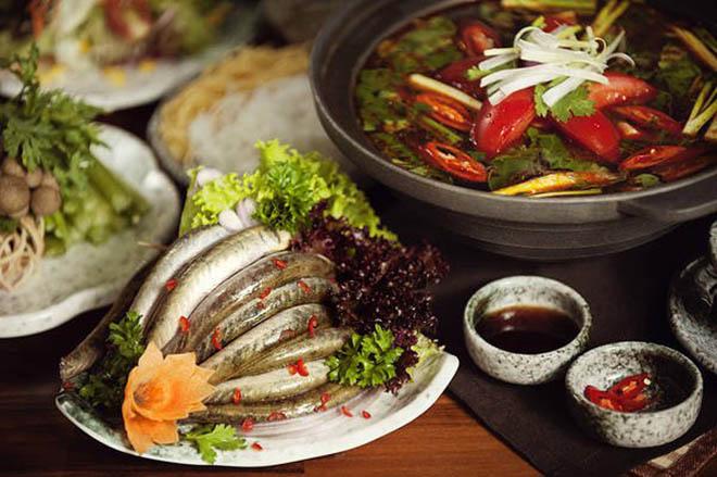 Lẩu cá kèo món ăn đầy hấp dẫn được nấu với lá giang. Ảnh: nhahangquangon