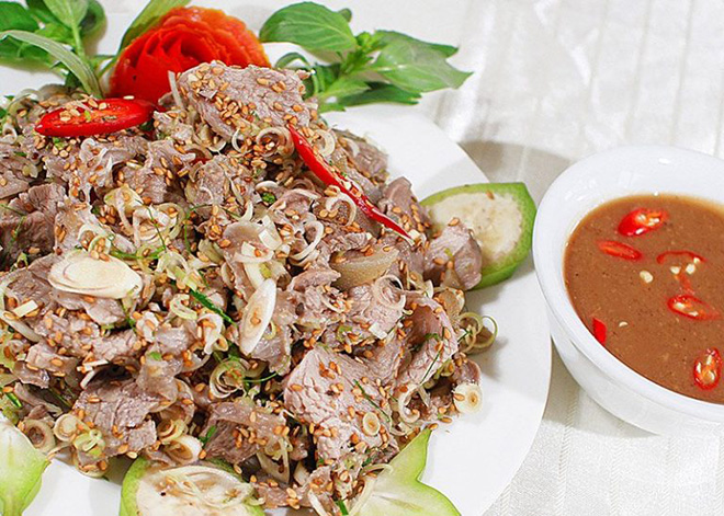 Visitors can easily find stir-fried goat meat in many restaurants in Ninh Binh. Photo: Collection