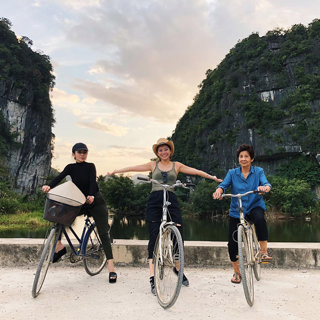 Biking to explore the beautiful places in Ninh Binh is great experience of visitors. Photo: @kimychee