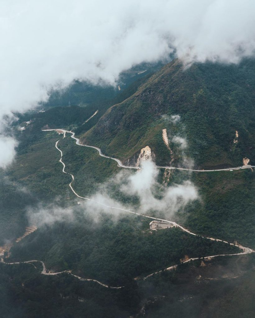 <em>Majestic landscape of one of the most beautiful pass in Vietnam. Photo: @andyhvu</em>