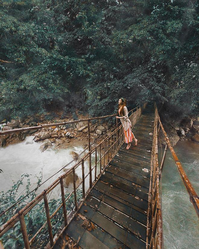 Cloud Bridge cross Muong Hoa stream that make a beautiful way to forest. Photo: @sarahannabella