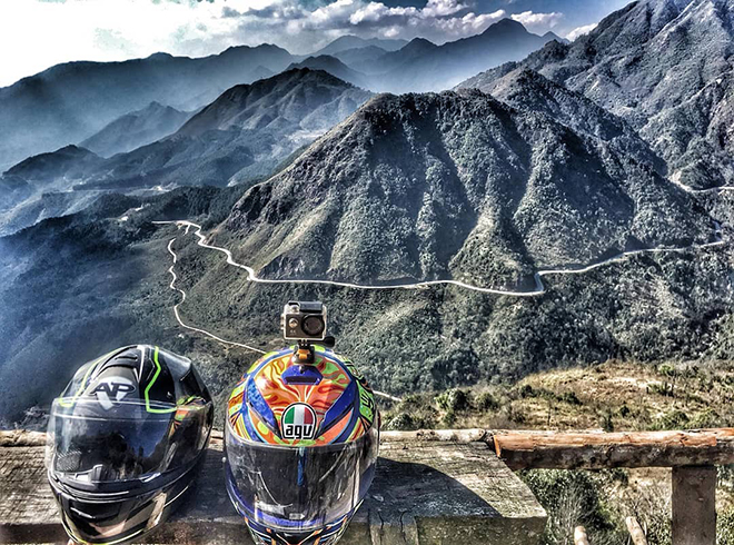 Panoramic view from the top down, O Quy Ho Pass is like the white clew curling up hillside. Photo: @Taidat.vn