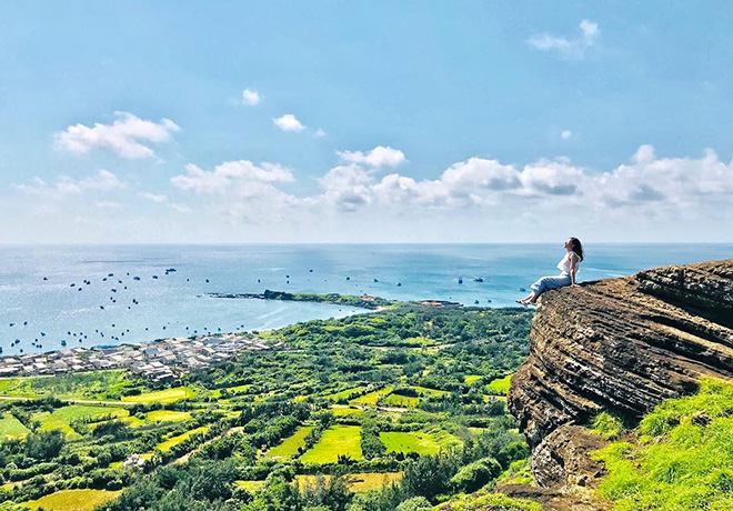 Phu Quy island is one of the most beautiful islands of Vietnam. Photo: Bình Thuận