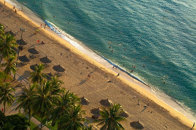 Thành phố biển Nha Trang thanh bình khi hòa cùng ánh nắng dịu của buổi chiều. Ảnh: Bem photography