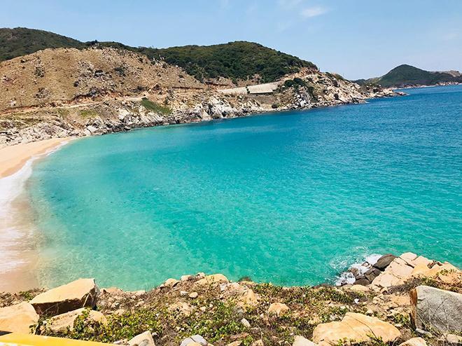 Biển Bình Tiên êm dịu, hiền hòa. Ảnh: @yennhi_ins