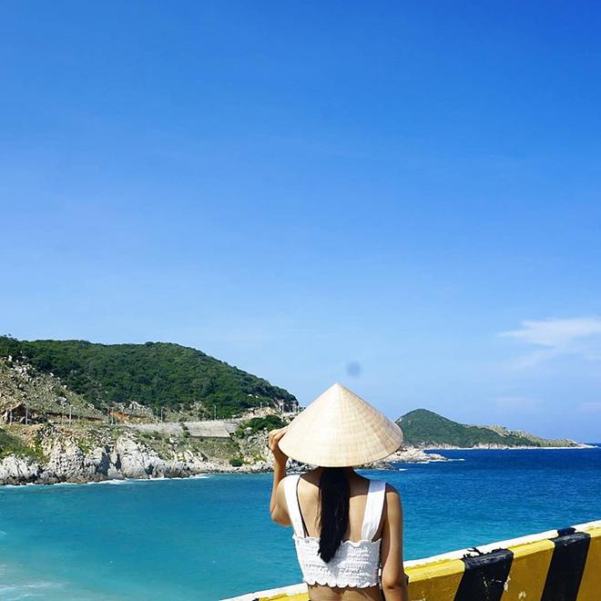 Bình Lập với nước biển trong xanh thu hút du khách. Ảnh: @youthwithtrips