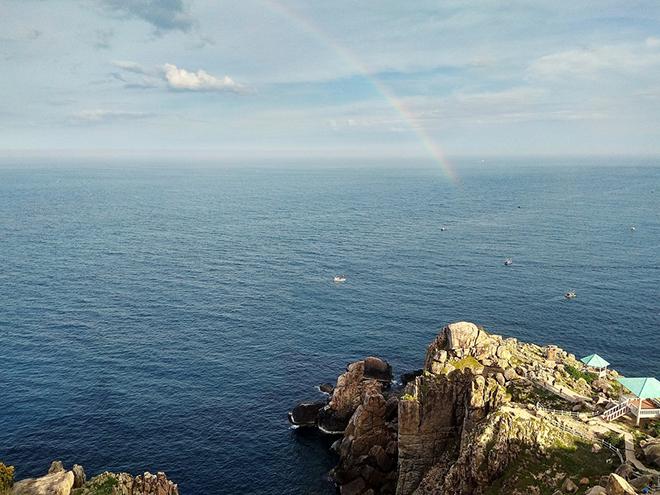 Mũi Đại Lãnh hùng vĩ với những mõm đá nhô ra biển Ảnh: trandung223
